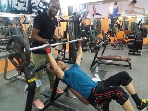 Profissional de educação física nas academias