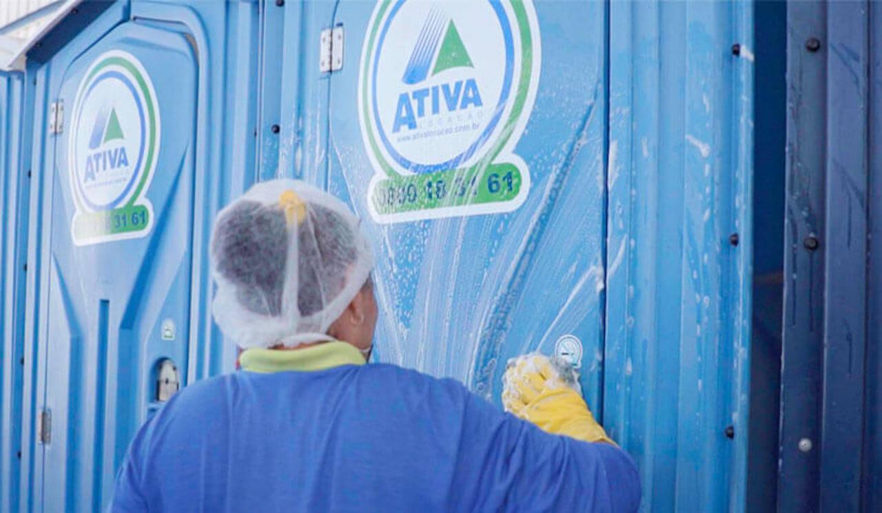 Manutenção de banheiro químico